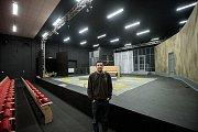 Divadlo Mír v Ostravě slavnostně zahájí provoz v sobotu 25. března. Jeho principálem je čtyřiatřicetiletý herec Albert Čuba, současný člen ostravské Komorní scény Arény.