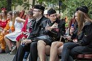 Ostravský majáles 2018 odstartoval v pátek krátce po poledni v Husově sadu, průvodem studentů v maskách, který se z centra Ostravy vydal do Dolní oblasti Vítkovic.