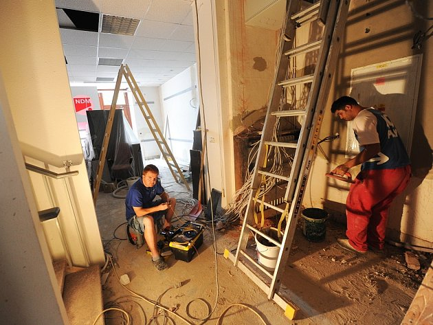 Velké a malé opravy i bezpečnostní kontroly nyní probíhají v budovách Národního divadla moravskoslezského.