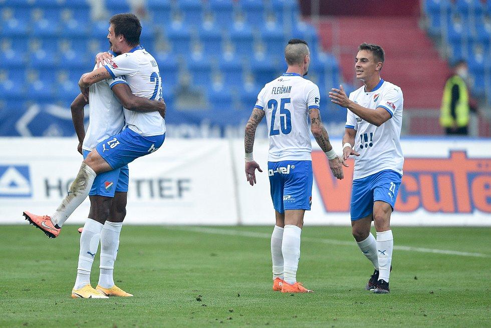 Utkání 4. kola první fotbalové ligy: FC Baník Ostrava - FK Pardubice, 19. září 2020 v Ostravě. (zleva) Muhamed Tijani z Ostravy, Jaroslav Svozil z Ostravy.