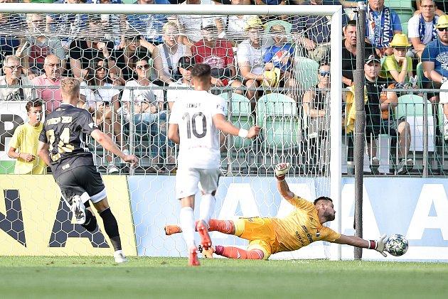 Utkání 2.kola první fotbalové ligy: MFK Karviná - Baník Ostrava, 22.července 2019vKarviné. Na snímku (střed) brankář Baníku Viktor Budinský.