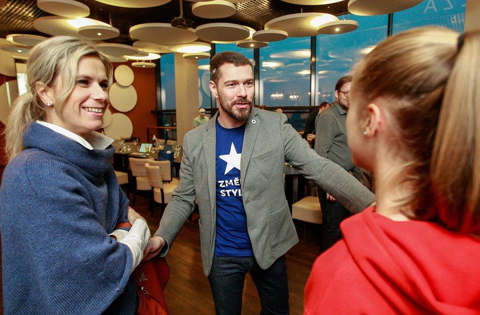Volby 2017, štáb Realistů v Ostravě, na snímku lídr Alexander Király
