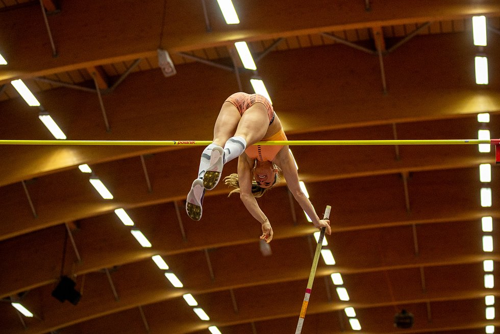 Mezinárodní halový atletický mítink Czech Indoor Gala 2020, 5. února 2020 v Ostravě. Skok o tyči, ženy Chloe Henry z Belgie.