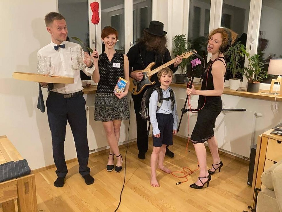 Snímky účastníků Maškarního plesu. Poslala Petra Chovancová.