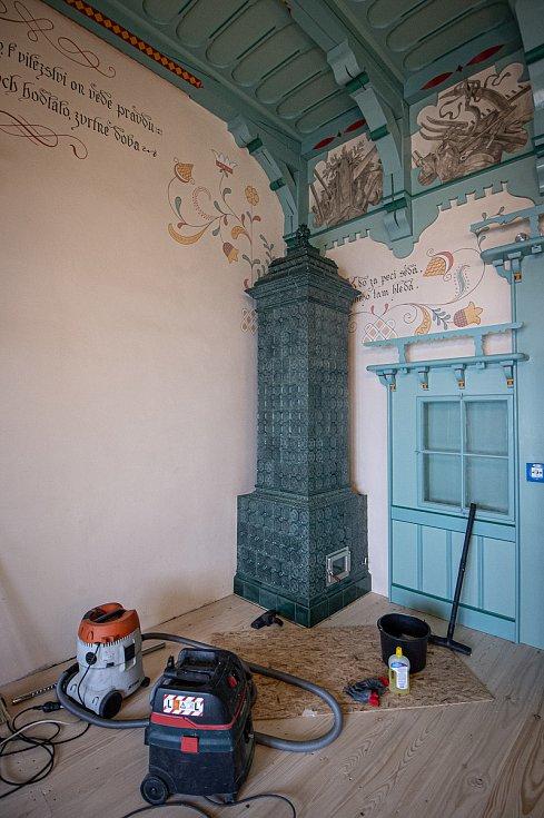 Rekonstrukce vyhořelé chaty Libušín na Pustevnách v Beskydech je u konce, 14. května 2020.