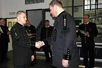 Nejvyšší  záchranářské vyznamenání předal Martinu Strnadovi předseda báňského úřadu Martin Štemberka.
