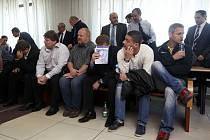 Začal soud s bývalými vězeňskými dozorci, kterým za kšeftování s mědí hrozí až deset let vězení.