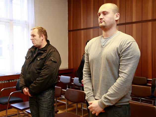 Marek Ženíšek (vlevo) a Petr Hlava v jednací síni.