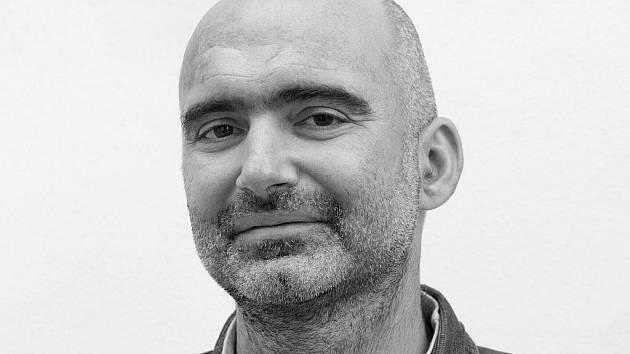 Dramatik, básník, dramaturg apedagog Tomáš Vůjtek.