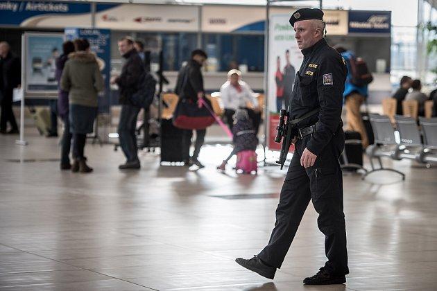 Zvýšené bezpečnostní opatření přijelo také ostravské letiště vMošnově.