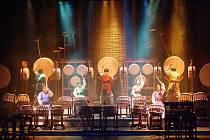 Legendární jihokorejští hráči na obrovské bubny, to je skupina Dulsori.