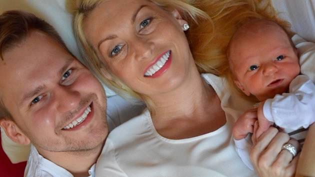 Zpěvák Martin Chodúr s partnerkou Ivonou Selníkovou a malým Martínkem.