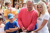 Na ostravském Kuřím rynku se v pátek otvíral zbrusu nový baníkovský fanshop
