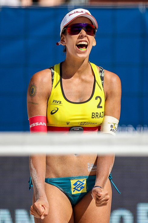 Semifinále žen USA - Brazílie. FIVB Světové série v plážovém volejbalu J&T Banka Ostrava Beach Open, 2. června 2019 v Ostravě. Na snímku Eduarda Santos Lisboa Duda (BRA).