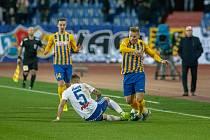 Utkání 18. kola fotbalové Fortuna ligy: FC Baník Ostrava - SFC Opava, 29. listopadu 2019 v Ostravě. Na snímku (zleva) Adam Jánoš, Matěj Hrabina.