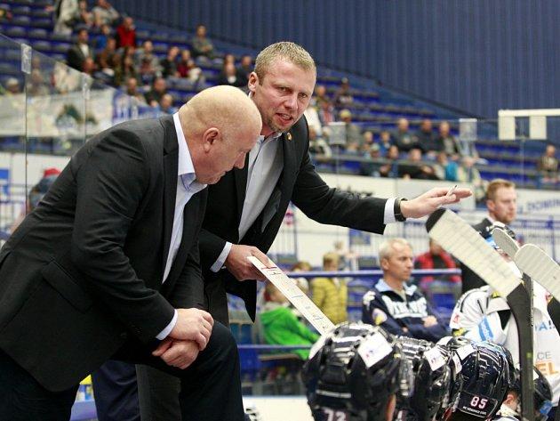 Jakub Petr (vpravo) povede od příští sezony hokejisty Vítkovic jako hlavní kouč. Zároveň střídá na pozici generálního manažera Petra Husičku.