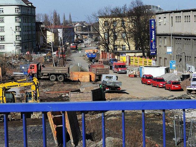 Montaž prvního mostního pole na ul. Českobratrská v Ostravě začala. Po dokončení vystavby dojde k s průjezdnění na této komunikaci .