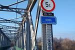 Odpůrci vodního kanálu Dunaj – Odra – Labe projevili svůj názor u lávky v Ostravě.