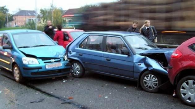 Hromadná nehoda na Místecké ulici v Ostravě