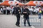Policejní hlídka na festivalu Colours of Ostrava.