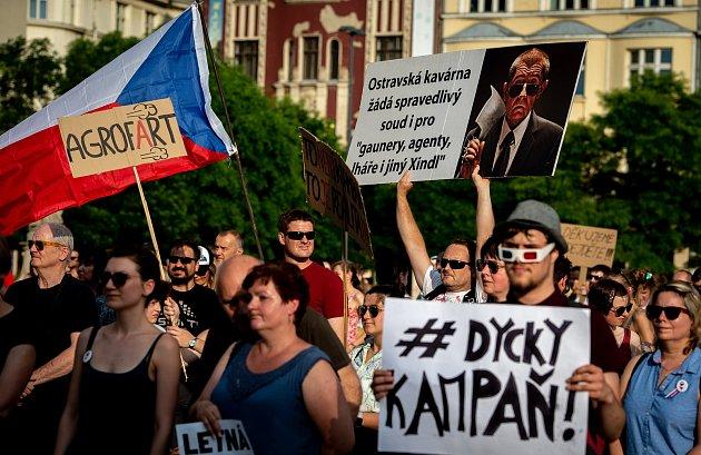 Demonstrace za nezávislou justici a proti vládě 11.června na Masarykově náměstí vOstravě.