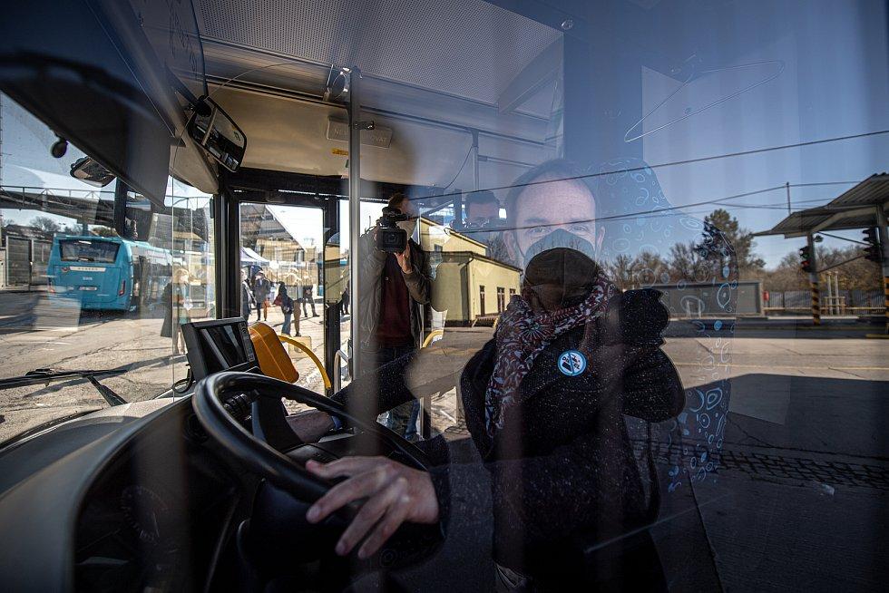 Dopravní podnik Ostrava slavnostně vyřadil poslední dieselový autobus,  9. dubna 2021 v Ostravě. Zbývající dieselové autobusy jsou nově používané jako zálohy. Primátor Tomáš Macura vypíná poslední ostravský dieselový autobus.