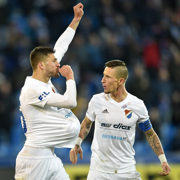 Utkání 24. kola první fotbalové ligy: Baník Ostrava - FK Mladá Boleslav, 9. března 2020 v Ostravě. Zleva Patrizio Stronati z Ostravy a Jiří Fleišman z Ostravy,