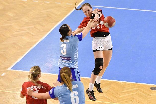 Házenkářky DHC Sokol Poruba porazily v posledním utkání Interligy doma Olomouc 32:20. Polášková