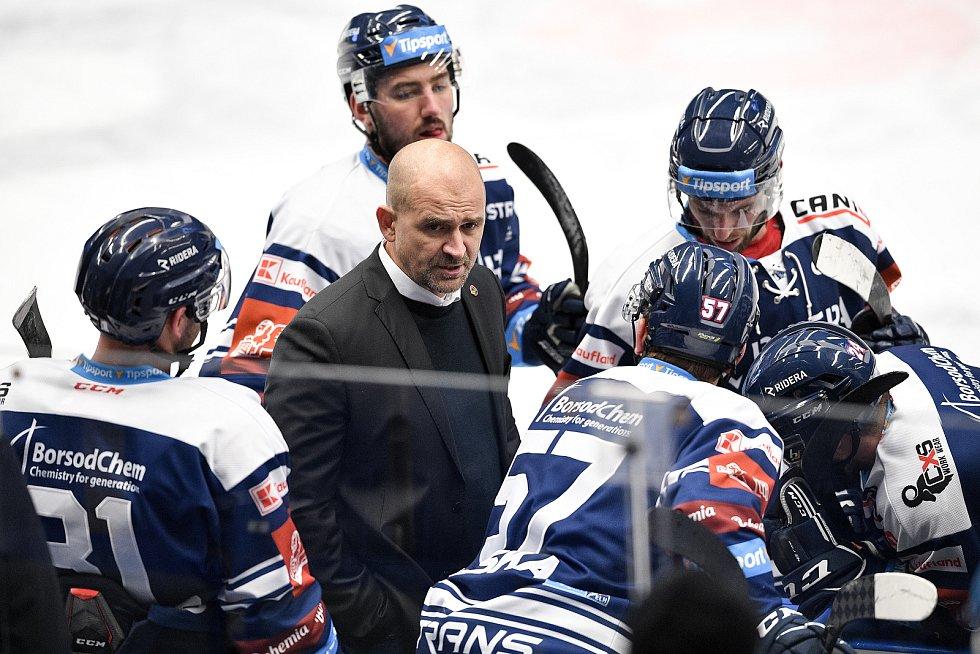 Utkání 16. kola hokejové extraligy: HC Vítkovice Ridera - HC Oceláři Třinec, 15. února 2021 v Ostravě. (střed) trenér Vítkovic Miloš Holaň.