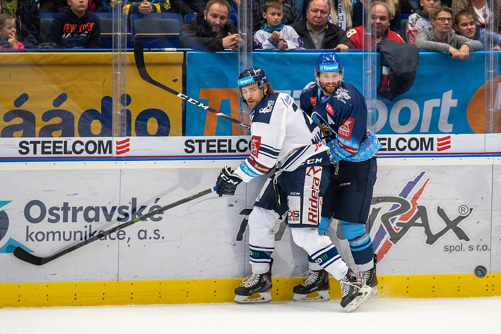 Utkání 17. kola hokejové extraligy: HC Vítkovice Ridera - Rytíři Kladno, 3. listopadu 2019 v Ostravě. Na snímku zleva Alexandre Mallet, Tomáš Kaut.