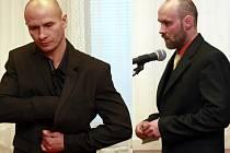 Marek Polák (vlevo) a Pavel Matušek (vpravo) a byli odsouzeni za přepadení prodejny v Petřvaldě na Karvinsku. Dostali pět a pět a půl roku.