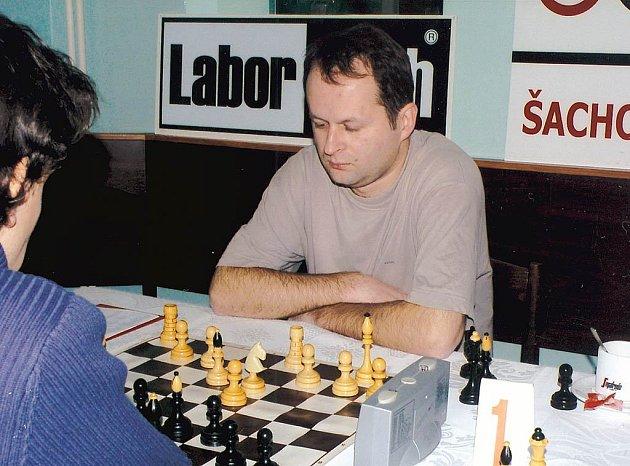 Velmistr Artur Jakubiec se jako jediný z Poláků zúčastnil 6. a 7. extraligového kola. Oba jeho kolegy skolily neštovice