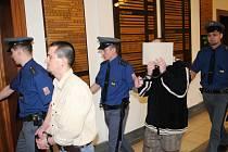 Krajský soud se začal zabývat případem falešných policistů. Hrozí jim až dvanáct let vězení.