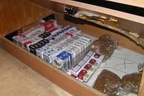 Celníci v úkrytech nalézají zejména alkohol a cigarety.