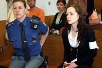 Sedmadvacetiletá Romana Pítrová u soudu.