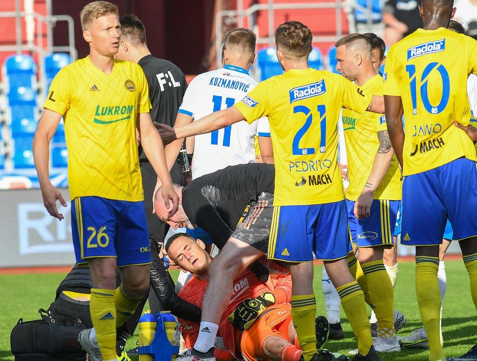 Fotbalisté Baníku Ostrava odehráli v sobotu 15. května 2021 utkání 32. ligového kola se Zlínem. V 66. minutě musel gólman Fastavu Matěj Rakovan střídat.
