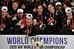 Mistrovství světa hokejistů do 20 let, finále: Rusko - Kanada, 5. ledna 2020 v Ostravě. Na snímku vítězný tým Kanady (střed) (Alexis Lafreniere, Barrett Hayton)).