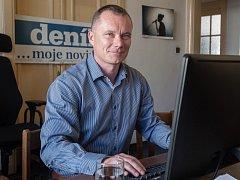 Alfréd Šrámek, kandidát na poslance za Realisty, jako host on-line rozhovoru v ostravské redakci Deníku.