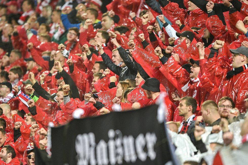 Finále fotbalového poháru MOL Cupu: FC Baník Ostrava - SK Slavia Praha, 22. května 2019 v Olomouci. Na snímku fanoušci Slávia.