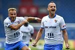 Utkání 2. kola první fotbalové ligy: Baník Ostrava - Fastav Zlín, 1. srpna 2021 v Ostravě. (zleva) Nemanja Kuzmanovic z Ostravy a David Lischka z Ostravy se radují z gólu.