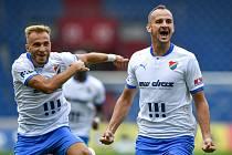 Utkání 2. kola první fotbalové ligy: Baník Ostrava - Fastav Zlín, 1. srpna 2021 v Ostravě. Zleva Nemanja Kuzmanović a David Lischka z Ostravy se radují z gólu.