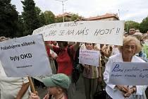 Demonstrace nájemníků bytů RPG Real Estate, která se uskutečnila loni v létě v Ostravě-Porubě