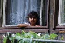 Ostravská kolonie Bedřiška je plná romských dětí.