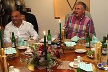 Mirek Topolánek při setkání s představiteli romských iniciativ