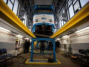 Snímek z vozovny v Ostravě-Porubě, kde se starají o údržbu tramvají.
