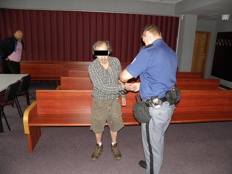 Obžalovaný u ostravského soudu.
