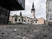 Kostelní ulice v centru města je ve velmi špatném stavu, už v září se začne pracovat na její rekonstrukci.
