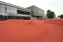 Svérázná designová úprava předprostoru kina Luna se blíží ke zdárnému konci. Obvod do rekonstrukce investoval celkem skoro 15 a půl milionu korun a hotovo by mělo být do konce srpna.
