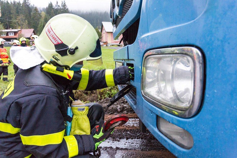 Nahoda kamionu s únikem nafty do Ostravice. Staré Hamry, Frýdecko-Místecko, 17. října 2020.
