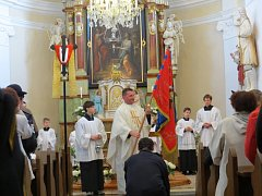Hasiči z Lukavce, místní části Fulneku, si ke svému 130. výročí nadělili nový prapor, který byl při mši ve zcela zaplněném kostele slavnostně posvěcen.